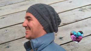Tutoriels tricot Bonnet homme torsade tombant tricot facile fait main tutoriel DIY Lidia Crochet Tricot