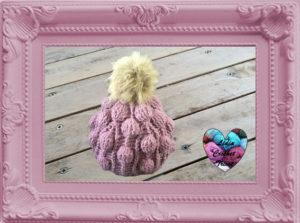Bonnet crochet en relief avec pompon