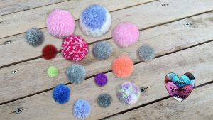 Tutoriels tricot 4 façons de faire un pompon tutoriel DIY Lidia Crochet Tricot