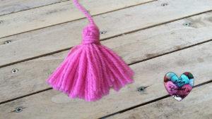 Tutoriels tricot Pompon a franges tricot facile fait main tutoriel DIY Lidia Crochet Tricot